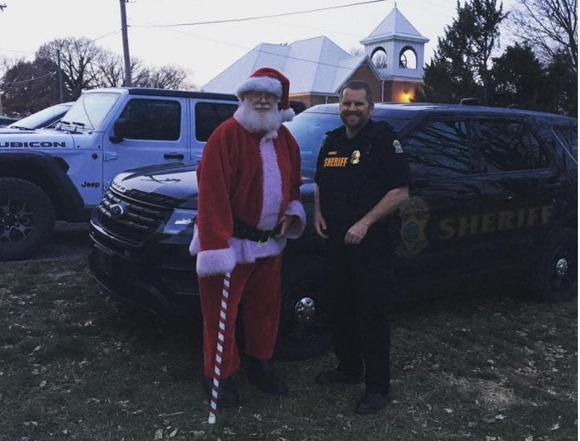 Santa visits Edgerton; mayor lights Christmas tree